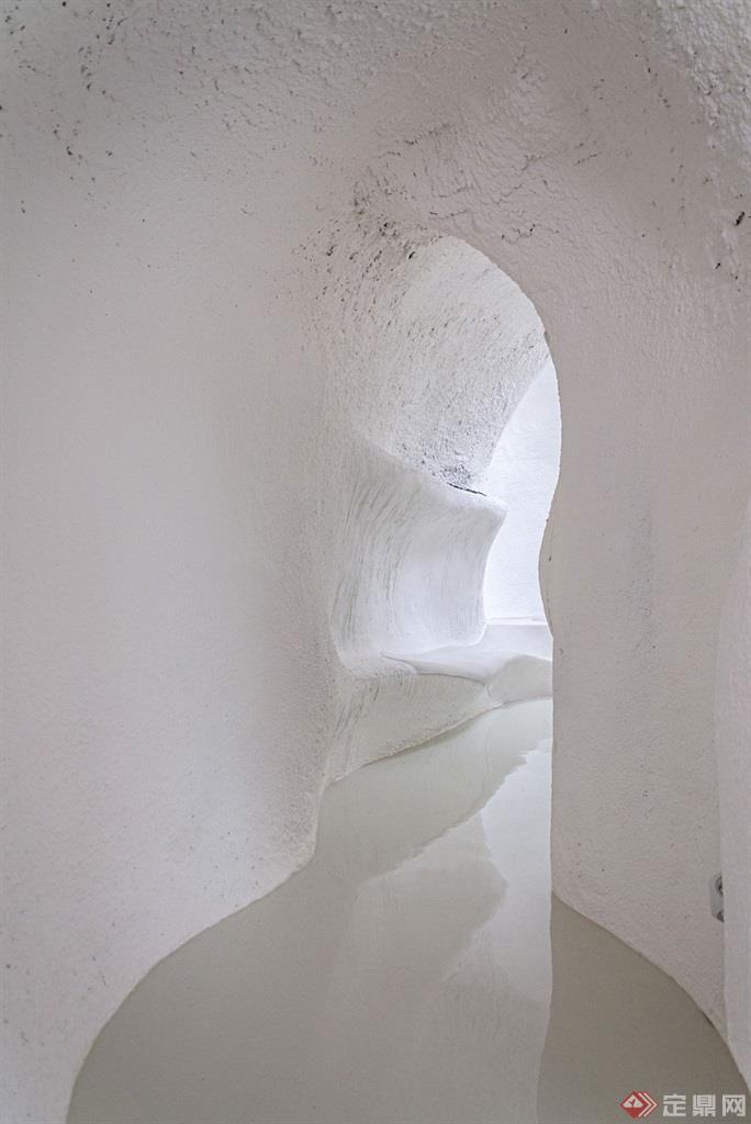 蚁穴酒店曲面走廊